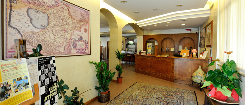 Hotel Trasimeno Reception.jpg